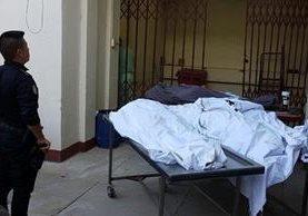 Las cuerpos fueron llevados a la morgue de Jalapa.(Foto Prensa Libre: Hugo Oliva)