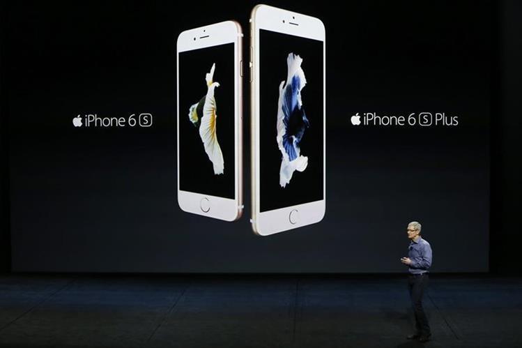 Los nuevos teléfonos, el iPhone 6S y el 6S Plus, tienen las mismas dimensiones que sus equivalentes de la última versión.(Foto Prensa Libre: AFP)