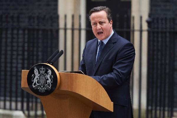 """<span class=""""hps"""">David</span> <span class=""""hps"""">Cameron, <span class=""""hps"""">primer ministro</span> <span class=""""hps"""">británico da </span><span class=""""hps"""">declaración</span> <span class=""""hps"""">a</span></span><span class=""""hps""""> la prensa.</span>"""