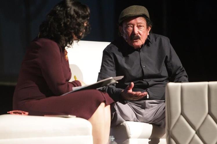 El maestro Joaquín Orellana compartió sus experiencias de vida e inspiraciones musicales, la noche de este jueves en el Teatro Lux (Foto Prensa Libre: J. Ochoa).