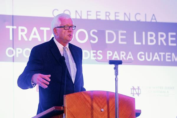 Jeffrey Bergstrand, es experto en comercio internacional (Foto Prensa Libre: Ávaro Interiano).