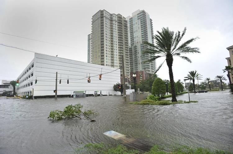 Paso de Irma por Jacksonville, Florida, este lunes. (Foto Prensa LIbre: AP)