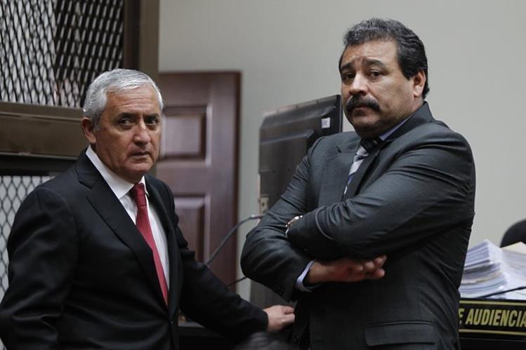El ex presidnete Otto Pérez Molina (Izquierda) solicita que se le cambien los delitos en el caso La Línea.(Foto Prensa Libre: Hemeroteca PL)