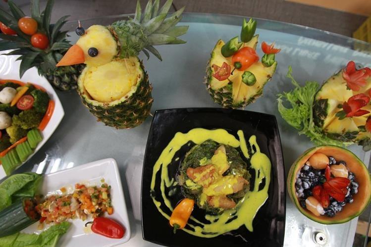 Un verdadero deleite para el paladar es esta cena saludable, con entrada, plato fuerte y postre. (Foto Prensa Libre, Estuardo Paredes).