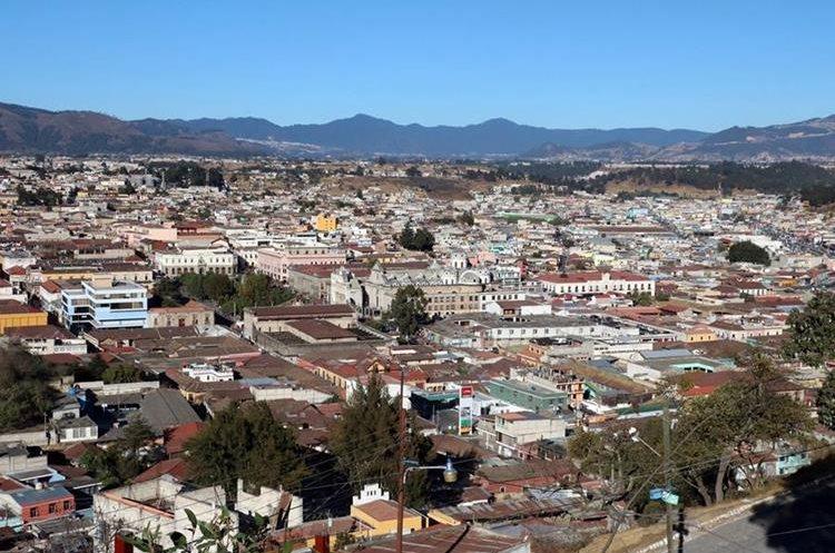 Para el 2050 se estima que la cabecera de Quetzaltenango contará con un periférico sur que contribuirá a la movilidad. Además, a partir de agosto, la comuna regulará el crecimiento ordenado de la ciudad. (Foto Prensa Libre: Carlos Ventura)