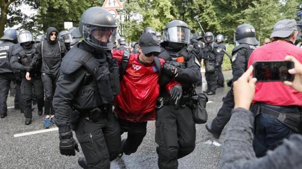La cumbre del G20, ha iniciado y en las calles se dan enfrentamientos entre la policía y manifestantes. Foto Prensa Libre: EFE.