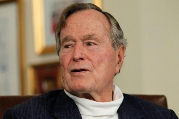 <p>El expresidente de EEUU, Geroge H.W. Bush durante una entrevista el 29 de marzo de 2012 en Texas. (AFP).<br></p>