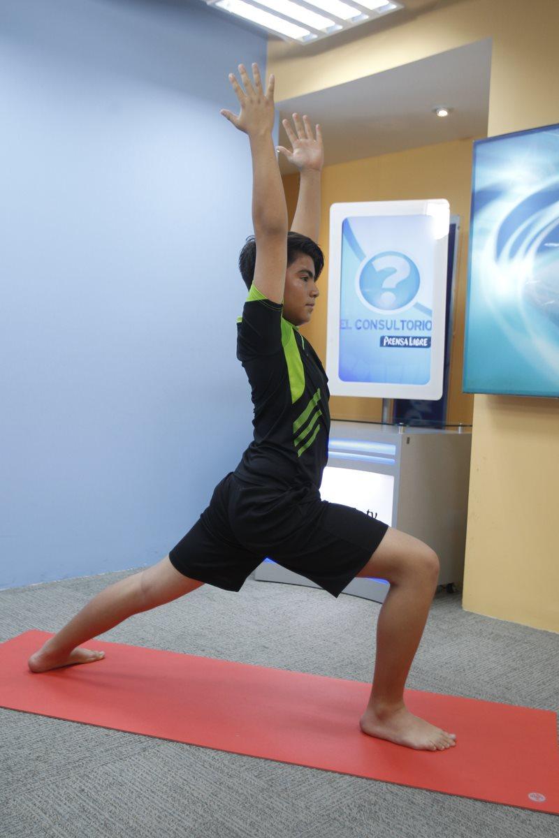 Saludo al sol: se utiliza como calentamiento o puede ser parte de una sesión de yoga. El saludo al sol es una serie de asanas en las que se trabajan todas las partes del cuerpo mediante estiramientos y movimientos.
