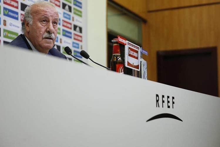 El técnico de la selección española de fútbol, Vicente del Bosque, durante la rueda de prensa en la que ofreció la lista de convocados para la Eurocopa de Francia 2016. (Foto Prensa Libre: EFE)