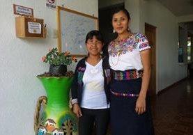 Amanda Chiquitó Rucal (derecha), comunicadora comunitaria en Sumpango, Sacatepéquez. (Foto Prensa Libre: Cortesía)