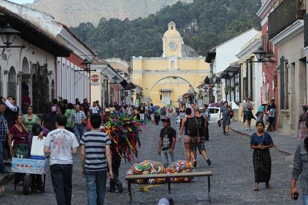 """<p>La afluencia de turistas se incrementó desde este sábado en Antigua Guatemala, Sacatepéquez. (Miguel López)<br _mce_bogus=""""1""""></p>"""