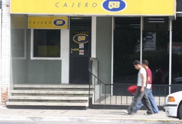 Red de cajeros 5b opera con normalidad en el pa s for Banco con mas cajeros
