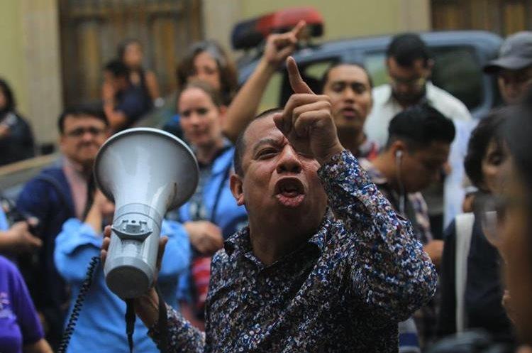 Ciudadanos señalan a los diputados de haberse blindado ante la justicia.