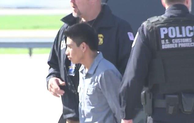 Sergio Morales Soto, señalado de violación en EE. UU., luego de que fue capturado en avión en el que pretendía regresar a Guatemala, es conducido de regreso de Atlanta a Maryland. (Foto Prensa Libre: MailOnline)