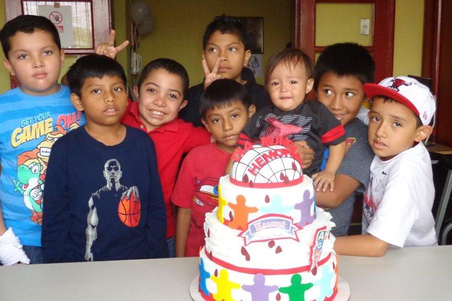 Niños con padecimientos de Hemofilia conmemoran el día Internacional de la Hemofilia en la sede de la Fundación Guatemalteca de Hemofilia.