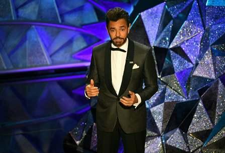 Eugenio Derbez participó por primera vez como presentador en los Óscar 2018. (Foto Prensa Libre: AFP)