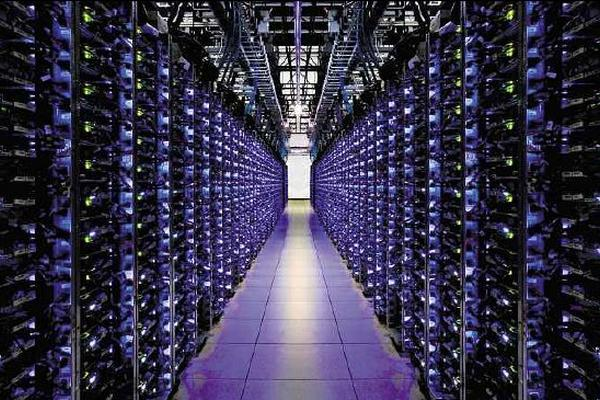 <p>Chip con sistema nanofotónico<br>proporcionará mayor velocidad<br>para la transmisión de enormes<br>volúmenes de datos entre<br>procesadores.</p>