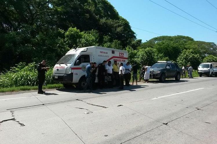 Ambulancia en la que murió Hosman Aguilar Martínez, en Iztapa, Escuintla. (Foto Prensa Libre: Carlos E. Paredes)