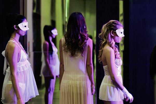 Modelos esperan desfilar lencería de alta costura en la feria Expo Sexualidad (Foto Prensa Libre: Hemeroteca).