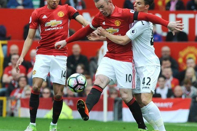 Wayne Rooney adelantó al United pero el equipo no pudo mantener la ventaja. (Foto Prensa Libre: EFE)