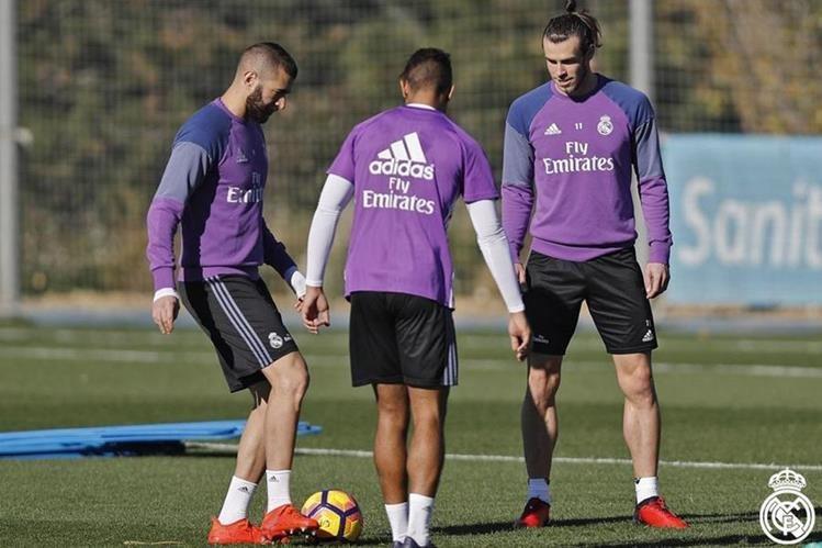 El francés Karim Benzema (izquierda)se unió a los entrenamientos del Real Madrid. (Foto Prensa Libre: Real Madrid)
