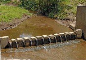 Las subcuencas de los afluentes Xayá y Pixcayá abastecen el 38 por ciento del agua que se distribuye en la capital. Para llegar a su destino, el agua se contamina y es desviada a pozos. (Foto Prensa Libre: Cortesía)
