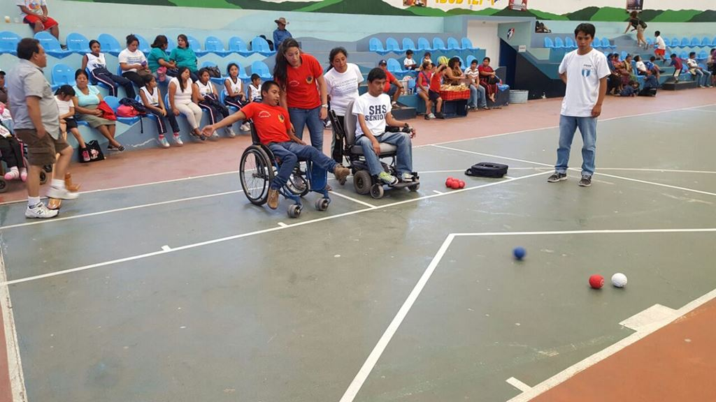 El ejercicio físico forma parte de la rehabilitación de los estudiantes. (Foto Prensa Libre: Édgar Sáenz).