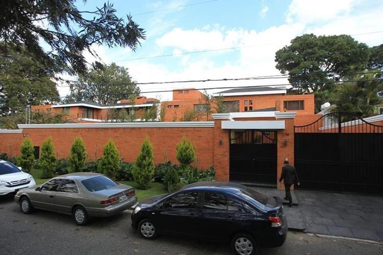 La lujosa residencia está deshabitada desde la renuncia de Otto Pérez Molina el 2 de septiembre de 2015. (Foto Prensa Libre: Esbin García)