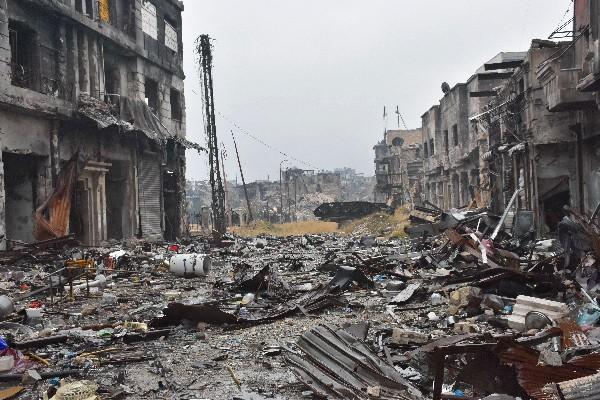 Edificios convertidos en ruinaas por los bombardeos en Alepo.(AFP).