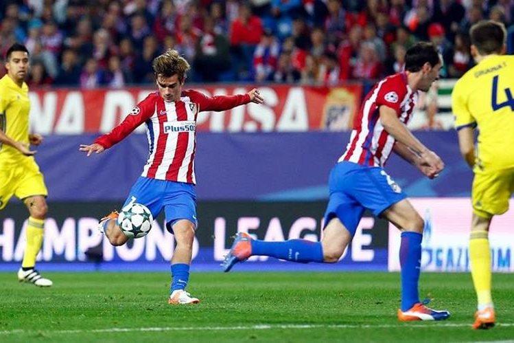 El delantero francés Antoine Griezmann fue la gran figura del Atlético de Madrid al anotar un doblete en la victoria frente al Rostov. (Foto Prensa Libre: EFE)