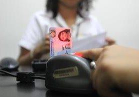La crisis en la emisión del documento personal de identificación (DPI) por el Registro Nacional de las Personas (Renap) parece no terminar. (Foto Prensa Libre: Hemeroteca PL)