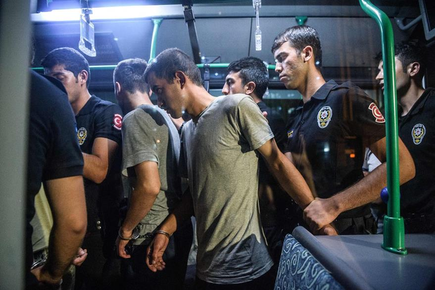 Cerca de tres mil soldados han sido detenidos tras el intento de golpe de Estado. (Foto Prensa Libre: AFP).