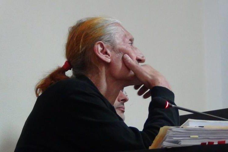 El italiano Massimo Degano fue condenado por tener matas de marihuana en Sololá. (Foto Prensa Libre: Ángel Julajuj).