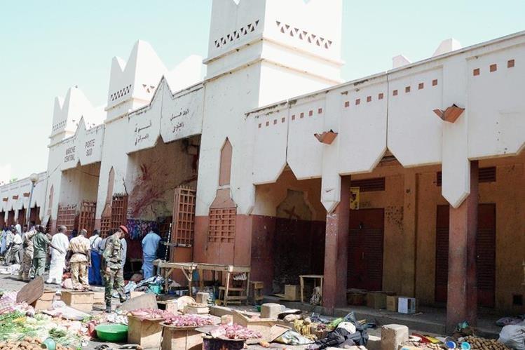 Al menos 14 personas murieron en un ataque suicida cometido por Boko Haram en un  mercado en la capital de Chad. (Foto Prensa Libre:AFP).