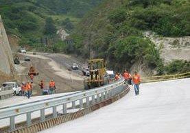 Varias empresas constructoras tienen contratos para realizar carreteras. (Foto Prensa Libre: HemerotecaPL)