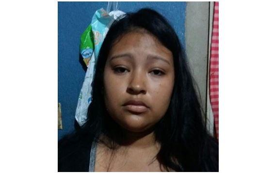 Karla Vanessa Mancilla es capturada por extorsionar comercios en Santa Catarina Pinula. (Foto Prensa Libre: Cortesía PNC)