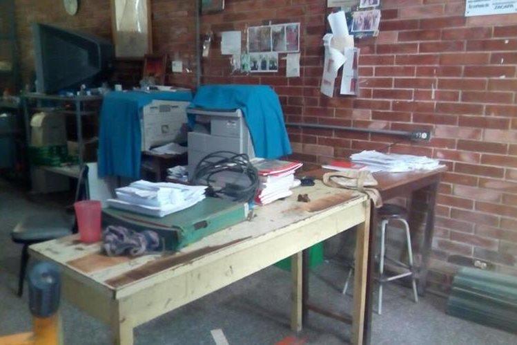 Los delincuentes entraron al salón de audio y visión y robaron televisores, computadoras y artefactos de sonido.(Foto Prensa Libre: Mario Morales)