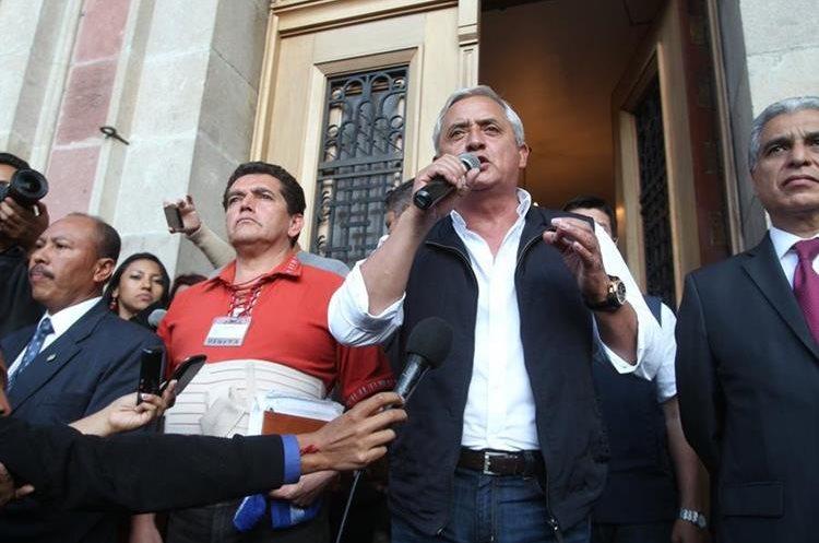Otto Pérez  Molina también tuvo acercamiento con los maestros. (Foto Prensa Libre: Hemeroteca PL)