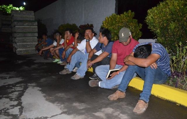 Entre los detenidos hay dos menores de edad. (Foto Prensa Libre: Jorge Tizol)