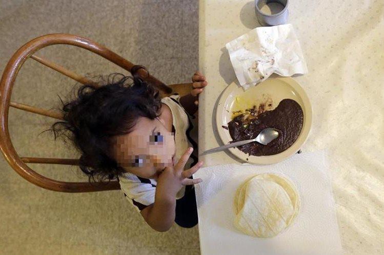 Cientos de niños inmigrantes pasarán Navidad en centros de detención de EE. UU. (Foto Prensa Libre: AP).