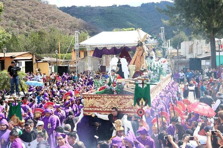 El cortejo procesional de Jesús Nazareno de la Salvación, recorrió Antigua Guatemala.(Prensa Libre: Renato Melgar)
