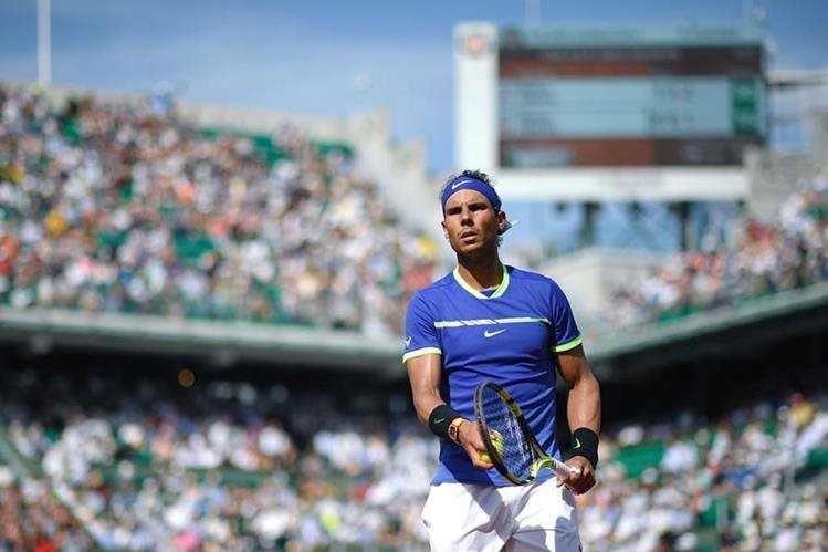El tenista español Rafael Nadal avanzó sin problemas a la tercera ronda del Roland Garros. (Foto Prensa Libre: AFP)