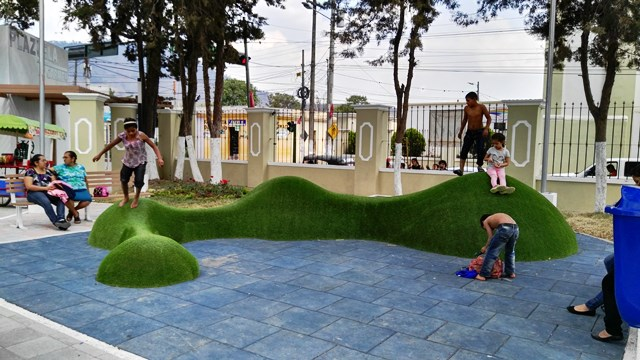 El parque tiene un diseño integral, ideal para la convivencia recreativa de personas de todas las edades. (Foto Prensa Libre: Hugo Oliva)