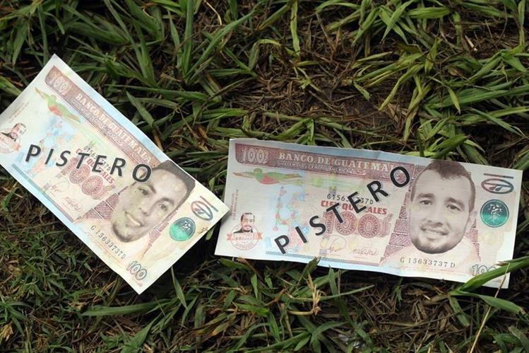 Estos fueron los falsos billetes con los que aficionados de Guastatoya buscaban intimidar a Solalinde. (Foto Prensa Libre: Hugo Oliva)