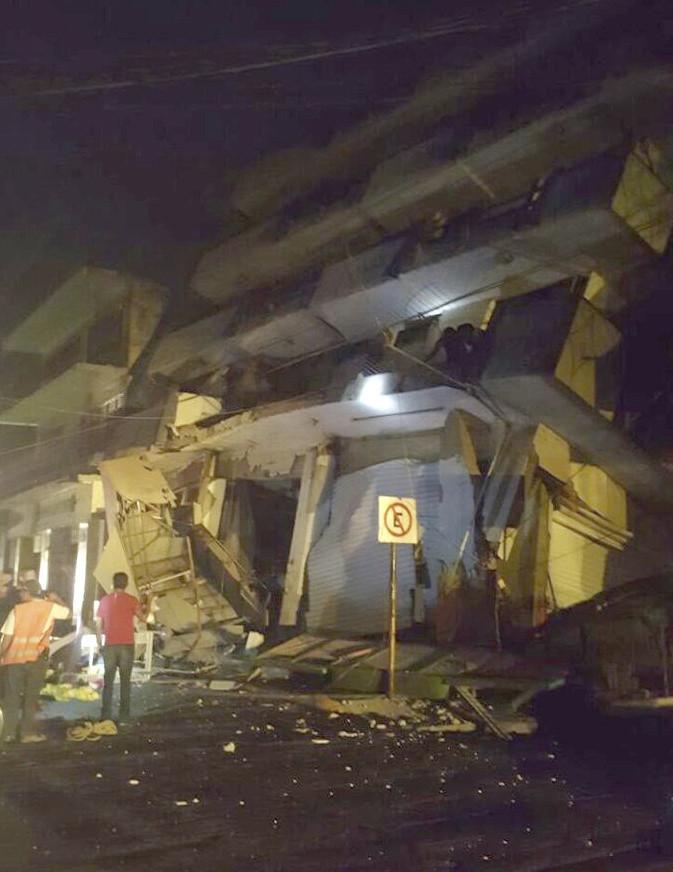 Así quedó un hotel en Matías Romero, Oaxaca, después del terremoto. Pese a la destrucción no se reportaron lesionados. (Foto Prensa Libre: EFE)