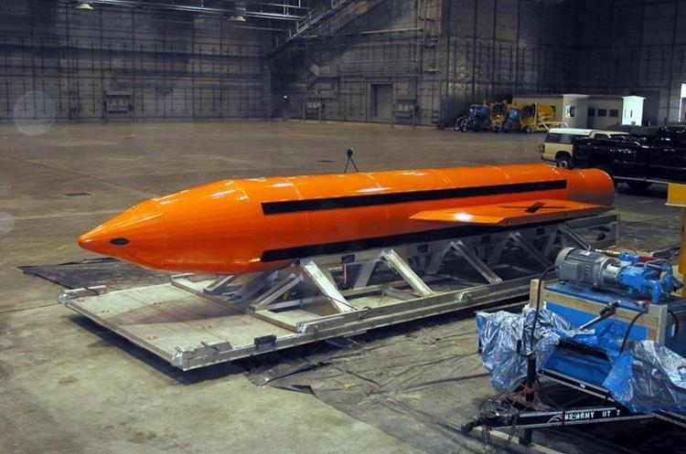 Imagen de archivo del Departamento de Defensa de Estados Unidos que muestra un ejemplar de la bomba MOAB. (EFE)