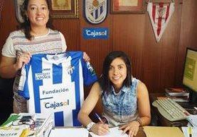 Ana Lucía Martínez firmó un contrato por un año más con el Sporting Huelva de España. (Foto Prensa Libre: Twitter Sporting)