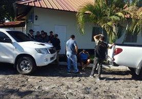 Cuatro agentes de la PNC fueron capturados en Mazatenango, Suchitepéquez. (Foto Prensa Libre: Cristian I. Soto)