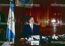 Jorge Serrano Elías en el despacho presidencial en 1993. (Foto Prensa Libre: Hemeroteca)
