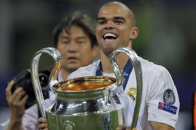 Pepe festejó la Duodécima con la afición madridista siendo su último título con el equipo blanco. (Foto Prensa Libre: AP)